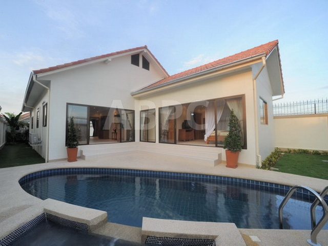3 Bed 4 Bath in Jomtien HR2374